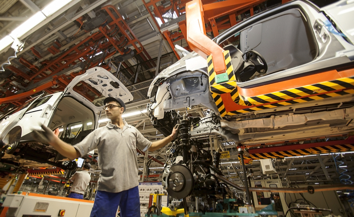 Ford to cut jobs in turnaround plan